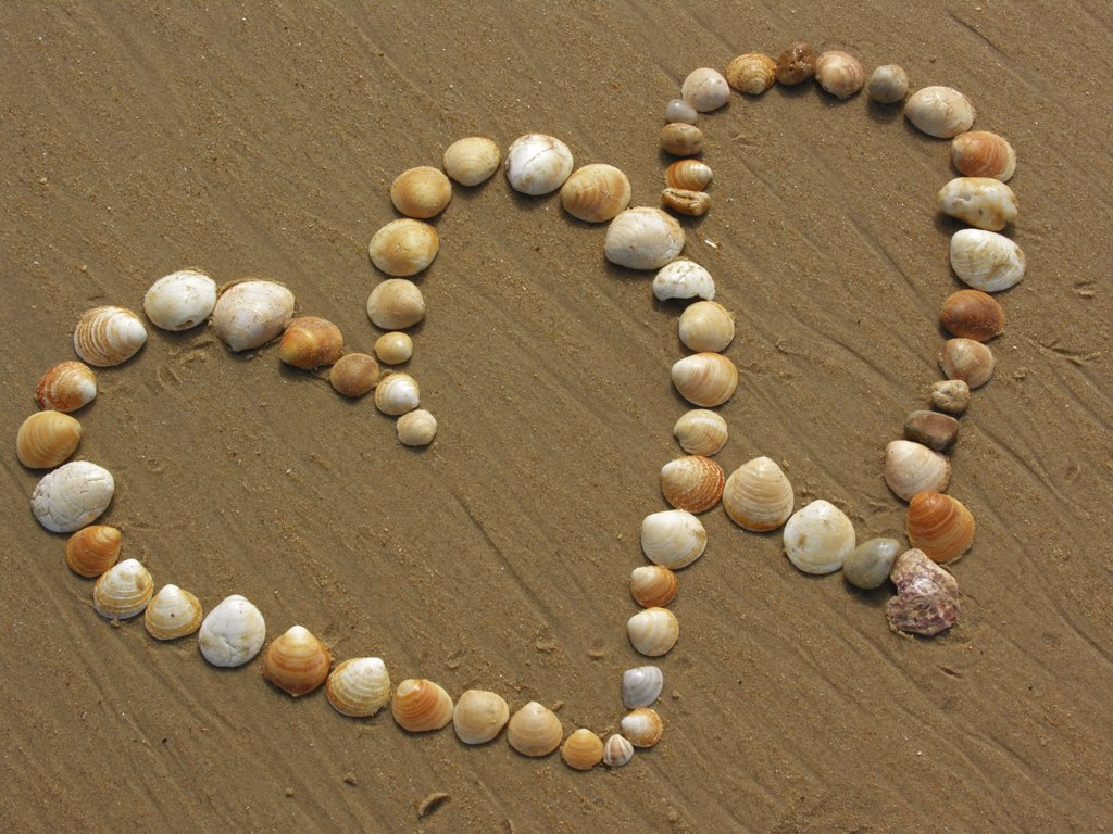 Stock Photo: 4279R-50798 hearts in sand