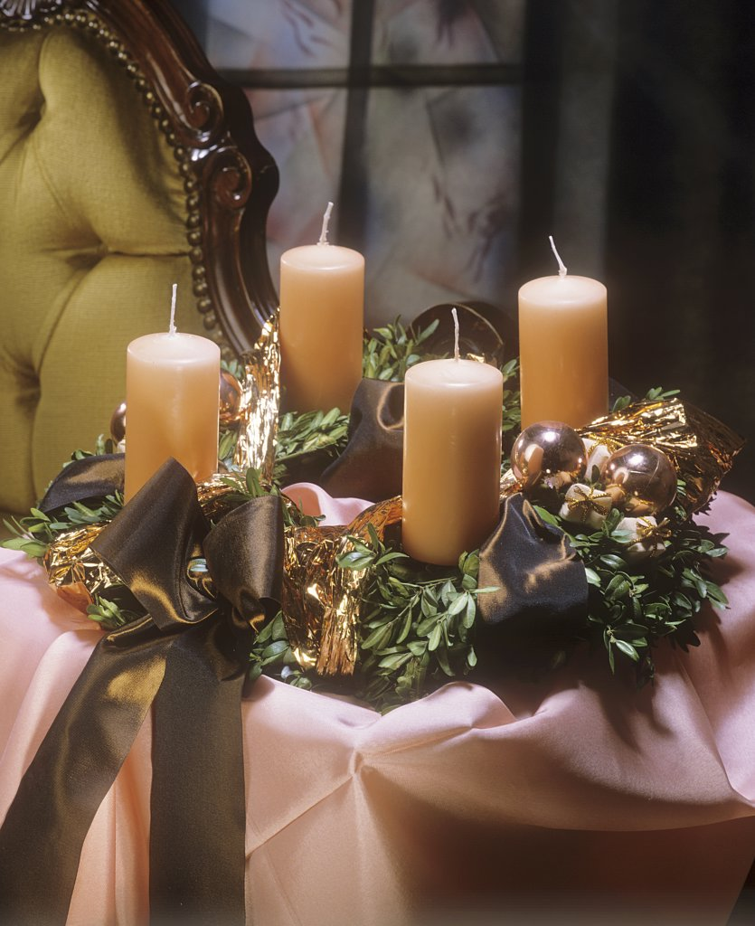 Stock Photo: 4279R-52478 advent wreath