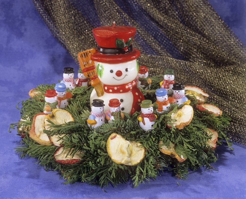 Stock Photo: 4279R-52484 advent wreath with snowmen