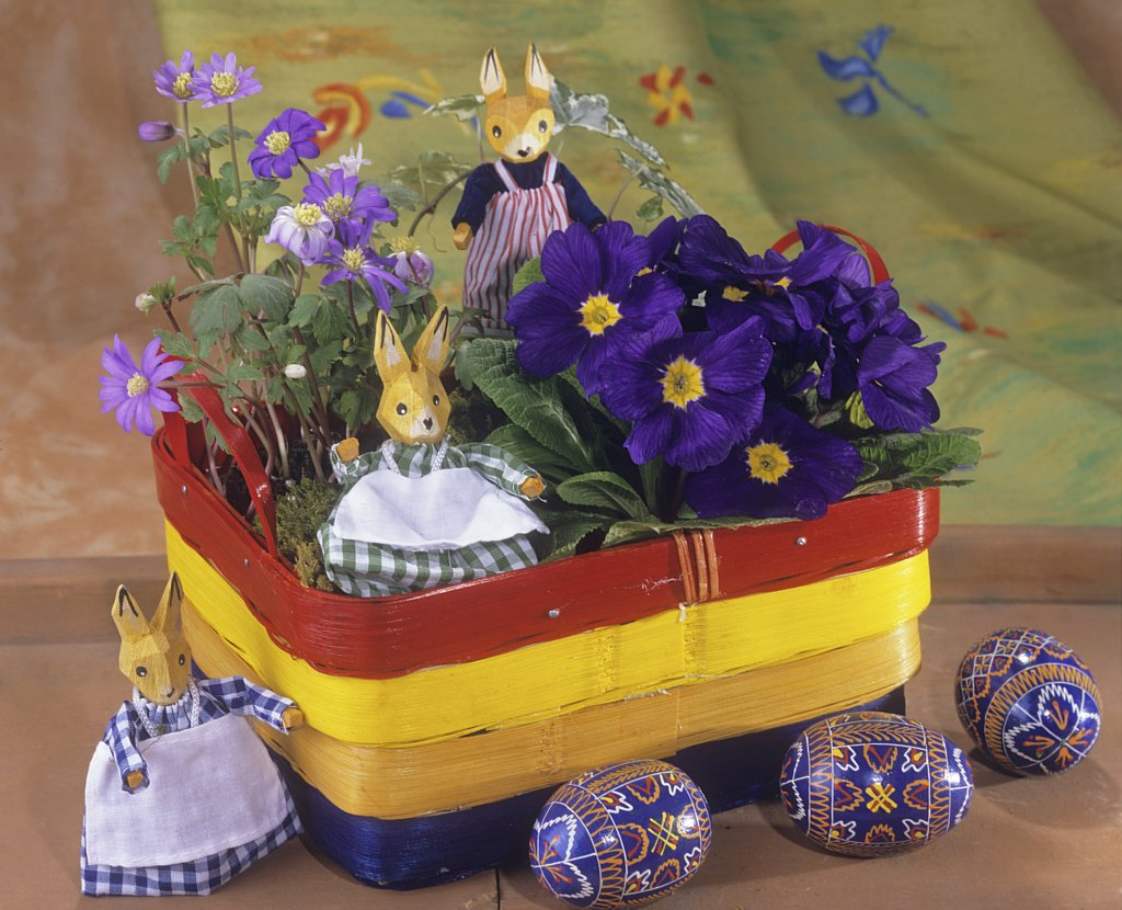 Stock Photo: 4279R-52674 basket with different flowers