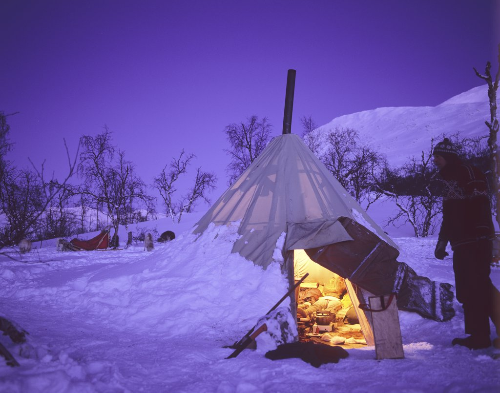 Stock Photo: 4279R-60245 illuminated tent in the snow
