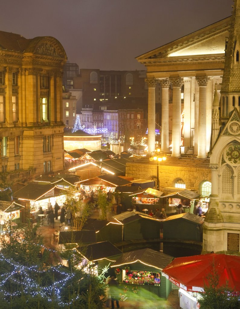 England, West Midlands, Birmingham. Birmingham's annual Frankfurt Christmas Market and Craft Fair in Chamberlain Square in Birmingham City Centre. It is the largest authentic German Christmas market outside of Germany or Austria. : Stock Photo
