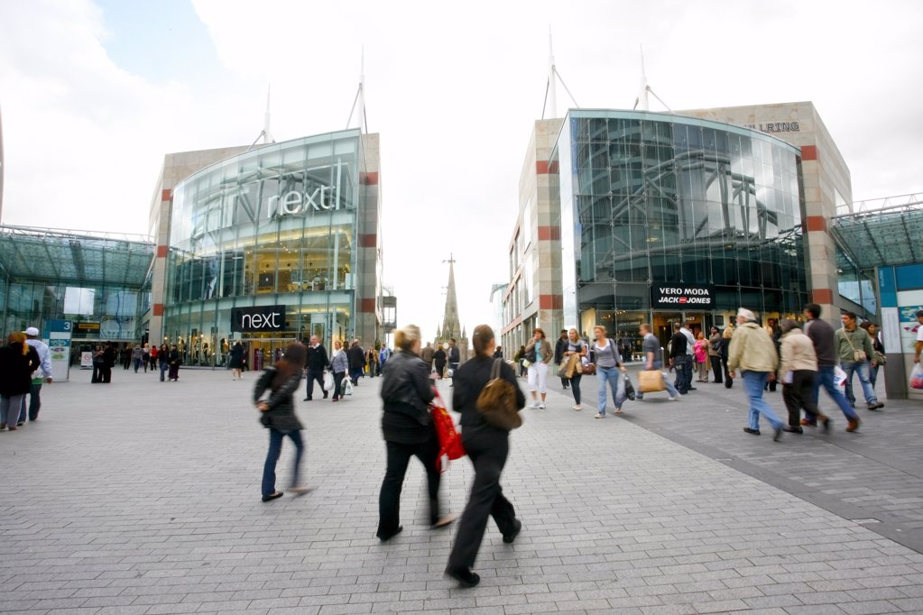 England, West Midlands, Birmingham. The New Birmingham Bull Ring Shopping Centre, the largest retail regeneration project in Europe and the UK's third most popular retail destination. : Stock Photo