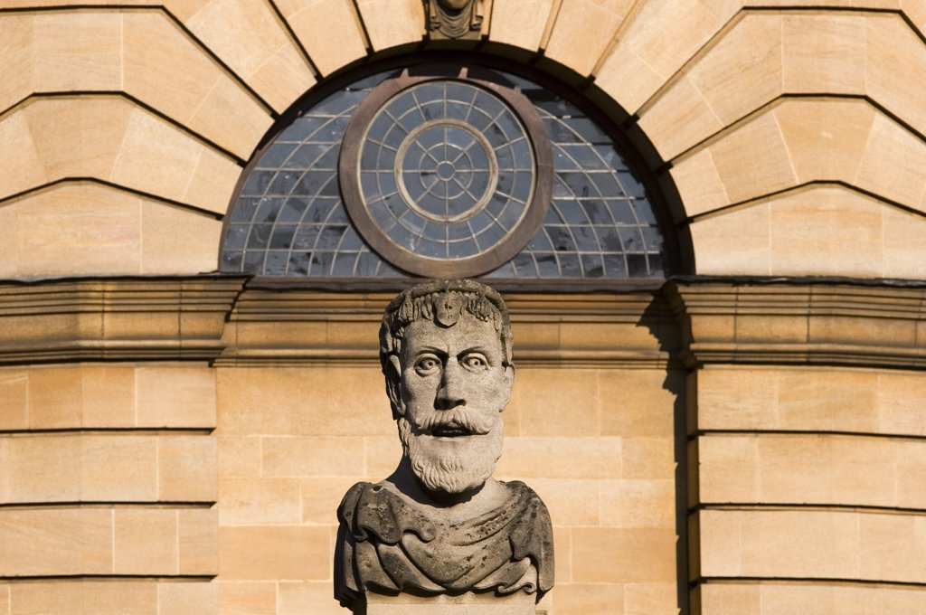 Stock Photo: 4282-10950 England, Oxfordshire, Oxford. Busts of classical philosophers on the Sheldonian Theatre.