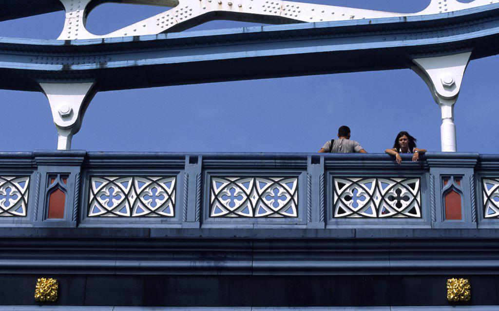 Stock Photo: 4282-10959 England, London, Tower Bridge. Couple on Tower Bridge.