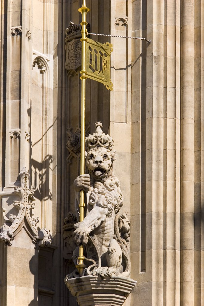 England, London, Westminster. Battered lion with banner at the Palace of Westminster. : Stock Photo