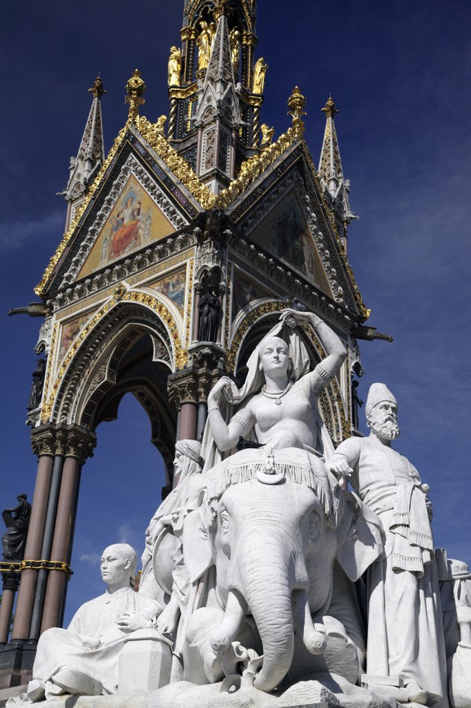 England, London, Kensington. An allegorical sculpture at one of the corners of the Albert Memorial in Kensington Gardens. : Stock Photo
