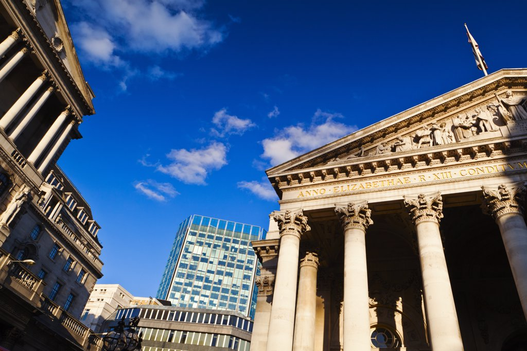 England, London, City of London. The portico over the main entrance to the Royal Exchange in the City of London. The Royal Exchange reopened in 2001 as a luxury shopping centre. : Stock Photo