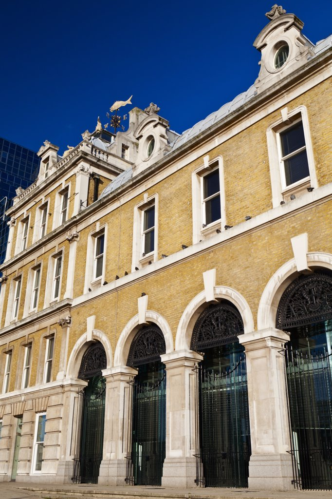 England, London, City of London. Old Billingsgate Market in the City of London. The Victorian building was home to Billingsgate fish market until it was relocated in 1982. It now serves as a hospitality and events venue. : Stock Photo