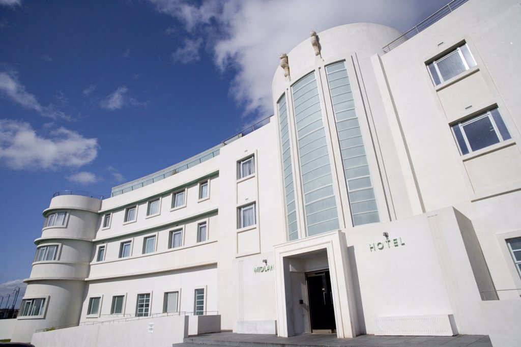 England, Lancashire, Morecambe Bay. The entrance of The Midland Hotel, an Art-Deco classic on the seafront in Morecambe Bay. : Stock Photo