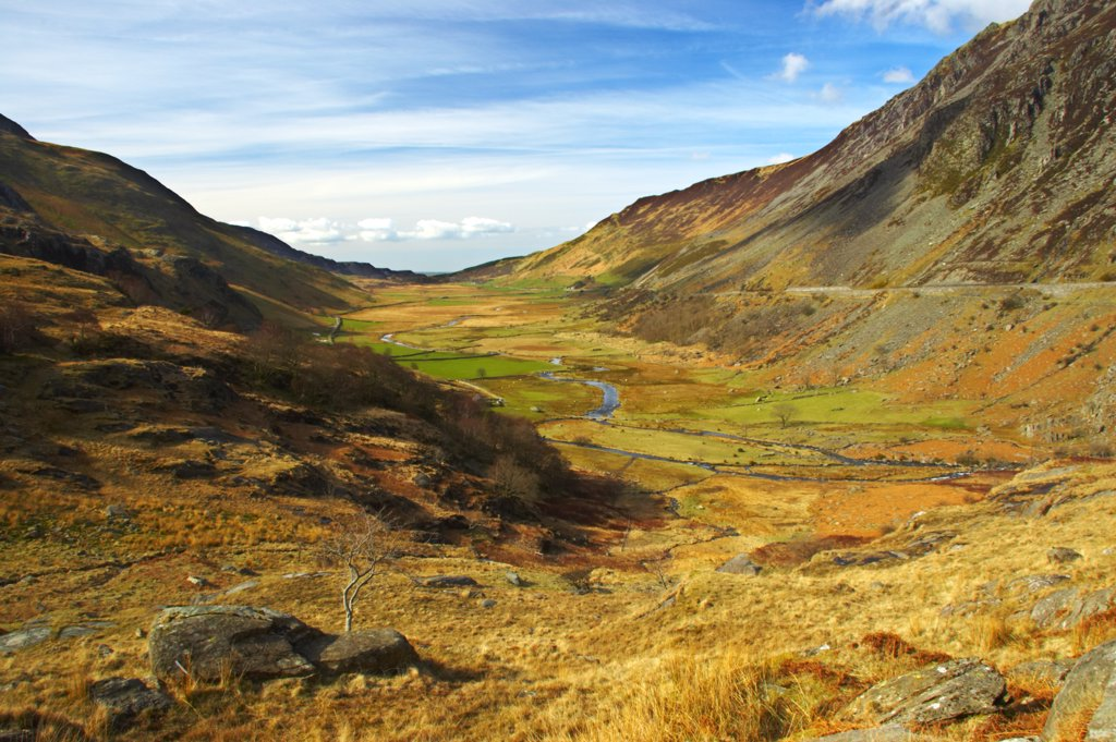 North Wales, Gwynedd, Ogwen Valley. The sweeping expanse of the mountains and fields of the Ogwen Valley. : Stock Photo