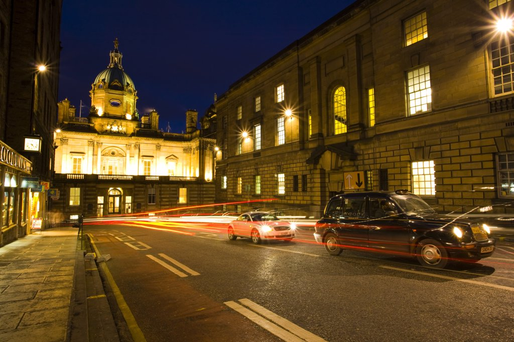 Scotland, City of Edinburgh, Edinburgh. A city taxi waiting in traffic on Bank Street in Edinburgh. The building at the end of the street is the Bank of Scotland. : Stock Photo