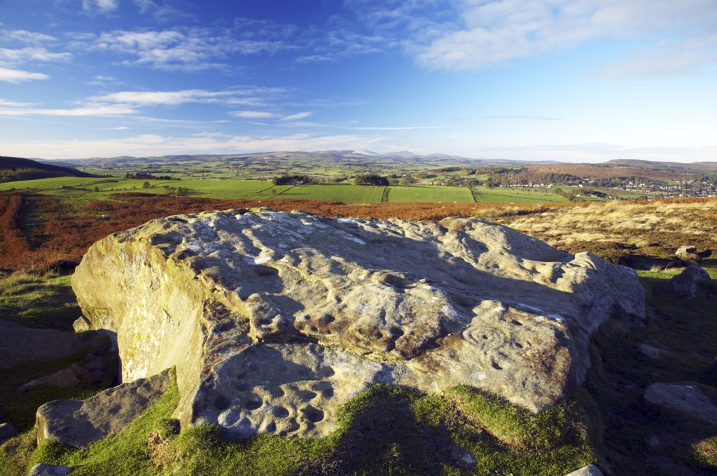 England, Northumberland, Northumberland National Park. Northumberland National Park. Pre-historic cup and ring marks / rock art on a stone at Lordenshaw near the Lordenshaw Hill Fort. : Stock Photo