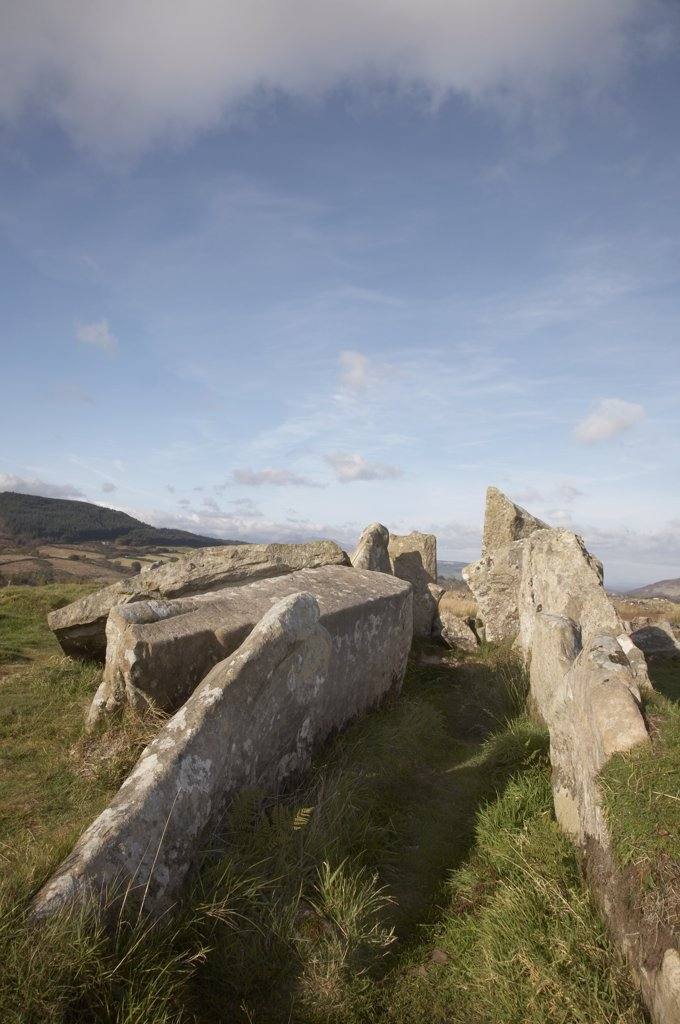 Scotland, North Ayrshire, Glenashdale. Giants Grave, chambered cairns from the Neolithic period in Glenashdale on the Isle of Arran. : Stock Photo