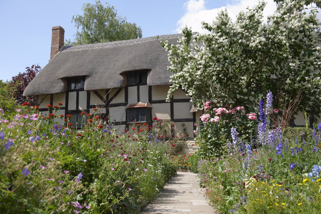 Stock Photo: 4282-1384 England, Warwickshire, Shottery. Anne Hathaway's Cottage, a traditional English cottage that was the premarital home of William Shakespeare's wife, Anne.
