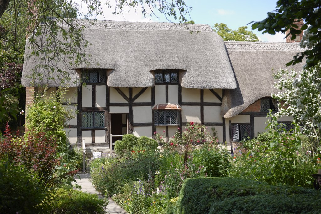 Stock Photo: 4282-1385 England, Warwickshire, Shottery. Anne Hathaway's Cottage, a traditional English cottage that was the premarital home of William Shakespeare's wife, Anne.