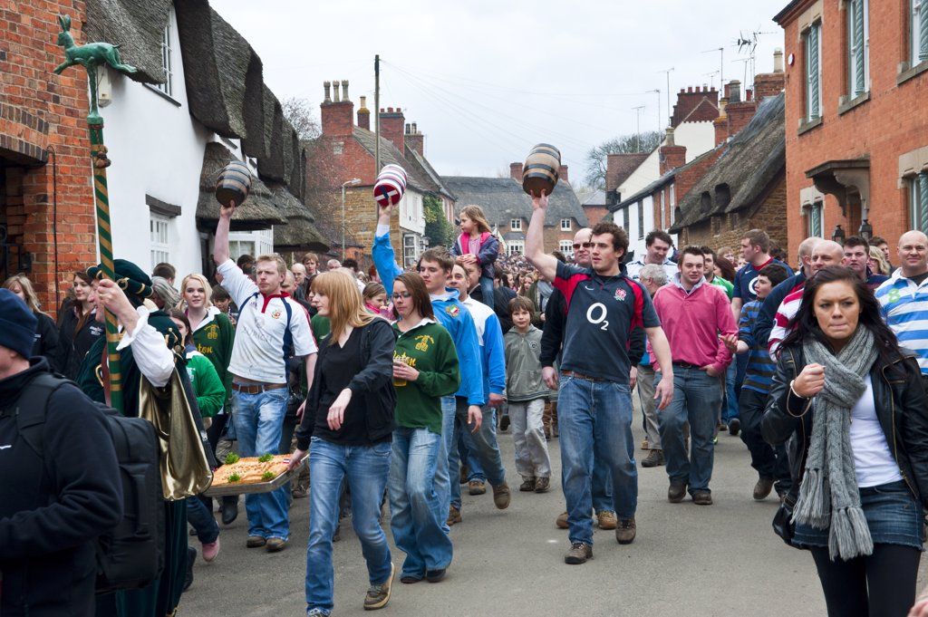 England, Leicestershire, Hallaton. A hare pie and three bottles (kegs) are paraded through the village of Hallaton, part of the traditional Easter Monday hare pie scramble and bottle-kicking event. : Stock Photo