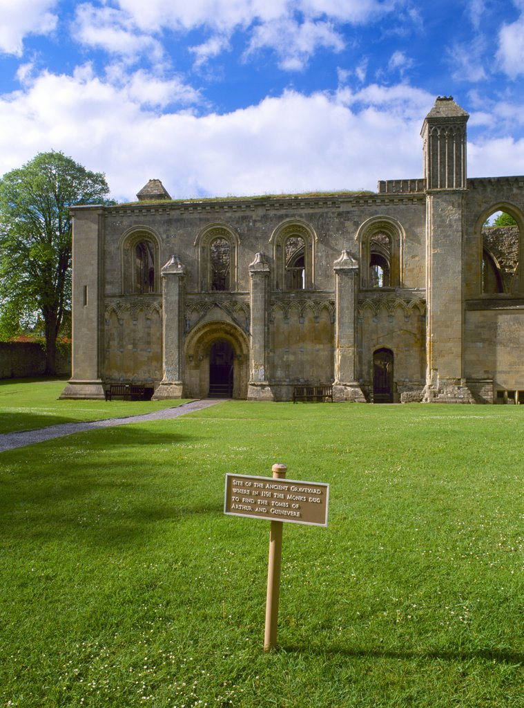 England, Somerset, Glastonbury Abbey. The Lady Chapel and site of the tombs of  'King Arthur and Queen Guinevere' at Glastonbury Abbey. : Stock Photo