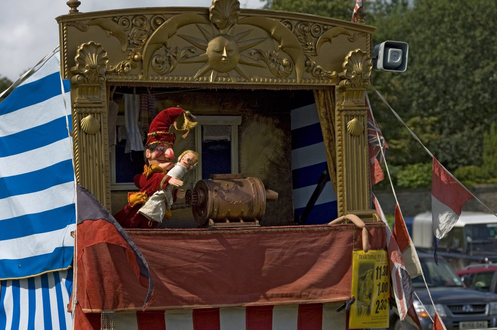 England, North Yorkshire, Gargrave. A Punch and Judy at Gargrave Show, an annual country show near Skipton. : Stock Photo