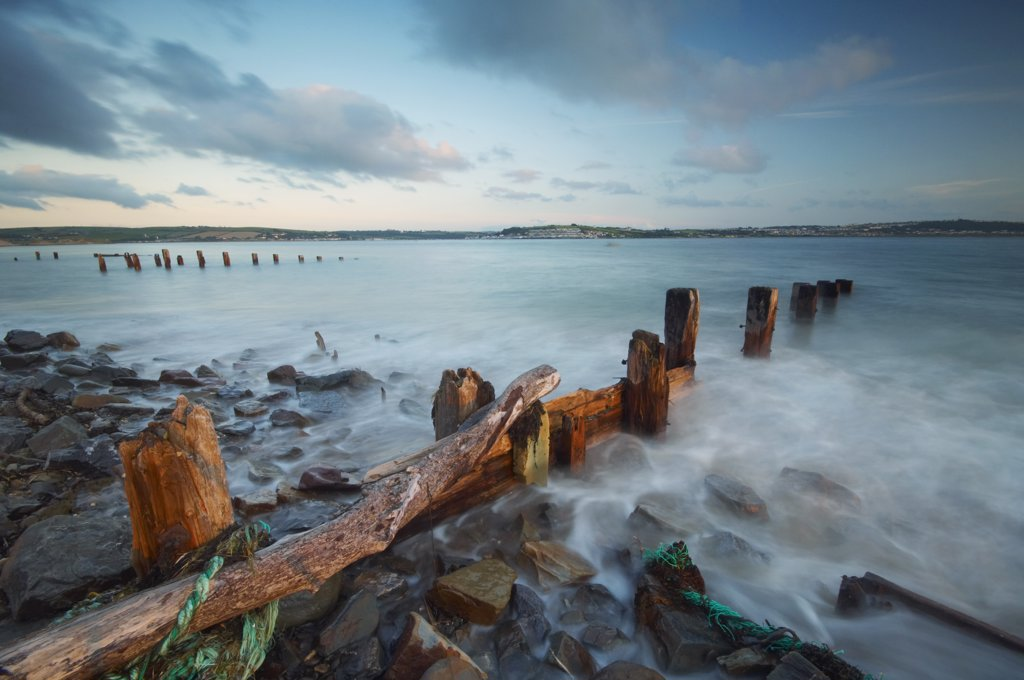 England, Devon, Braunton Burrows. High tide rushing in around wooden groynes at Crow Point on the edge of Braunton Burrows in North Devon. : Stock Photo