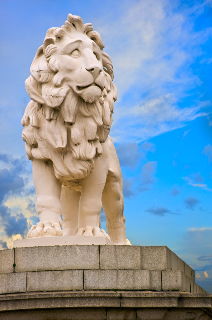 England, London, South Bank. The South Bank Lion (Coade Stone Lion) statue located on the south side of Westminster Bridge. : Stock Photo