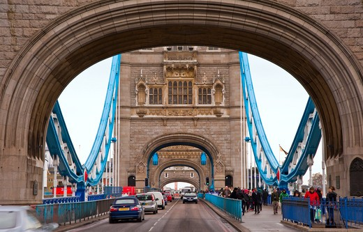 England, London, Tower Bridge. People and traffic crossing Tower Bridge over the River Thames. : Stock Photo