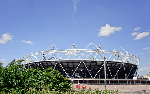 England, London, Stratford. The Olympic stadium in Stratford, host to the athletics events, opening and closing ceremonies of the London 2012 Olympic and 2012 Paralympic Games. : Stock Photo
