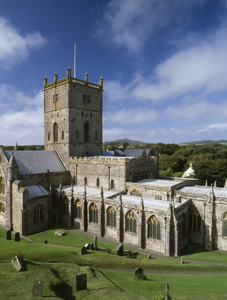 Wales, Pembrokeshire, St David's. A general view of the exterior of St David's Cathedral looking NW towards the peak of Carn Llidi. Restored in 1863 by Sir G. G. Scott, the cathedral mainly dates from the 12th to 14th centuries. : Stock Photo