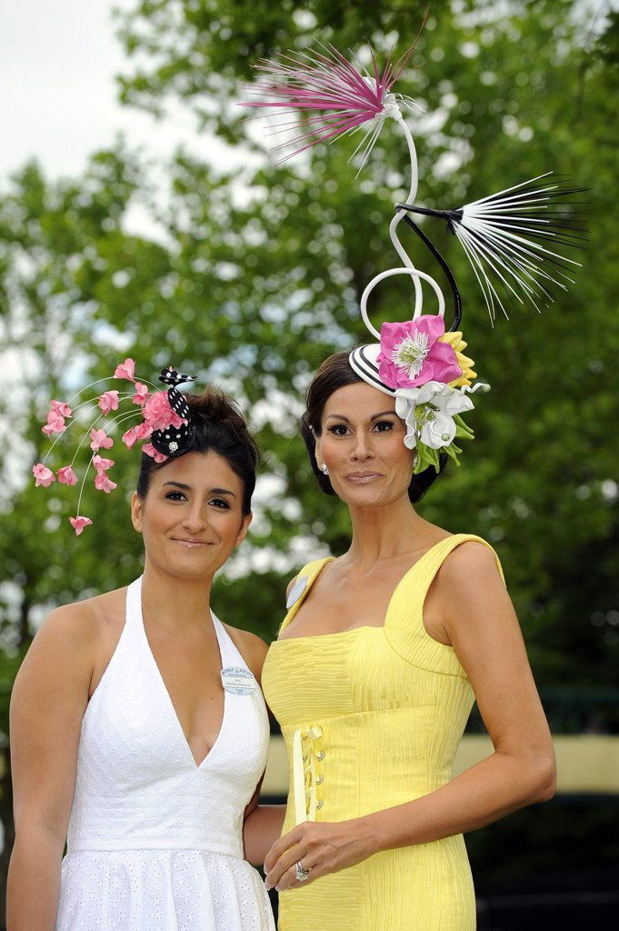 England, Berkshire, Ascot. Isabell Kristensen (r) and guest attending day one of Royal Ascot. : Stock Photo