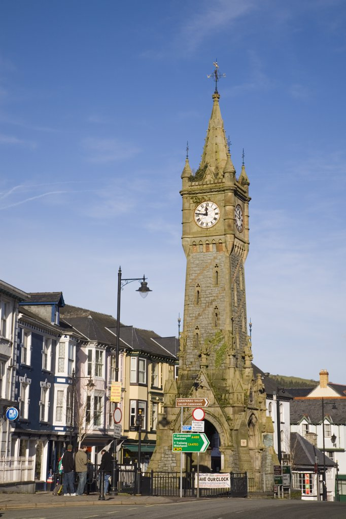 North Wales, Powys, Machynlleth. A view to the clock tower in the centre of town. : Stock Photo