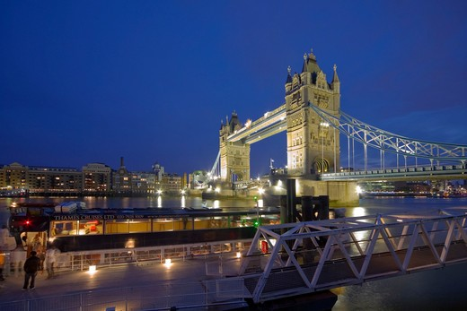 England, London, Tower Bridge. A Thames Cruises boat moored at a pier on the north side of the River Thames by Tower Bridge. : Stock Photo