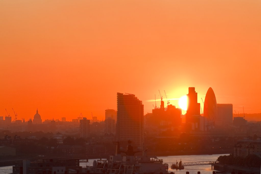 England, London, City of London. Sunset over the City of London viewed from Observatory Hill in Greenwich. : Stock Photo