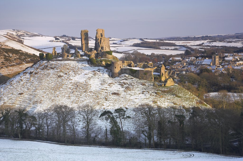 England, Dorset, Corfe Castle. Corfe Castle and village after a Snow Blizzard in March 2009. : Stock Photo