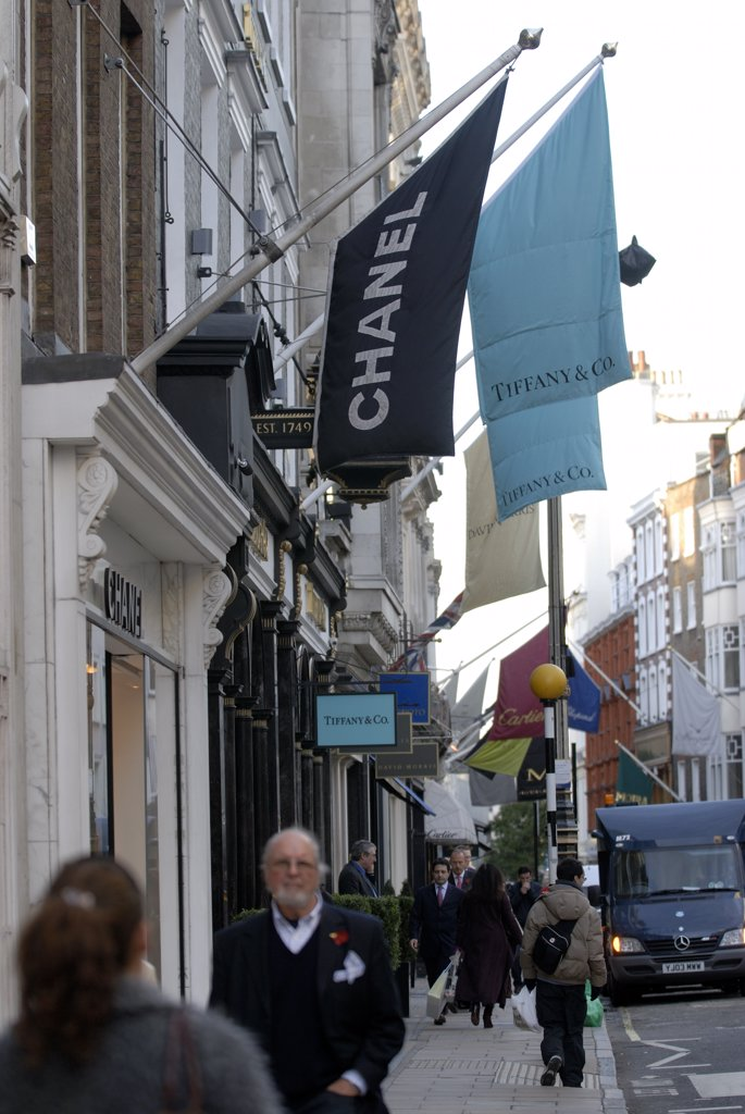 England, London, Old Bond Street. Shopping in Old Bond Street. Bond Street takes its name from Sir Thomas Bond who purchased a Piccadilly mansion called Clarendon House and proceeded to demolish the house and develop the area. : Stock Photo