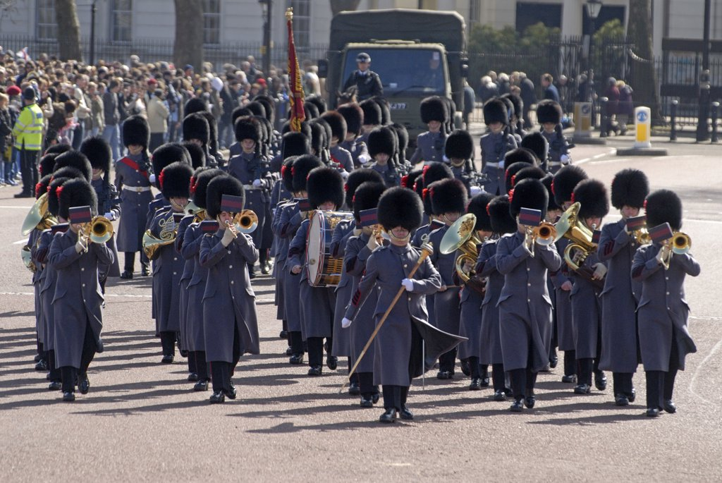 England, London, Buckingham Palace. Changing the guard at Buckingham Palace. : Stock Photo