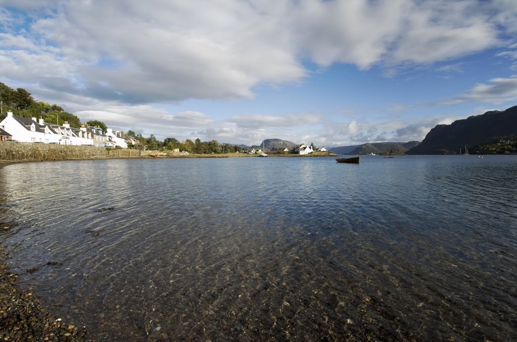 Scotland, Highland, Kyle of Lochalsh. Bay near to the village of Plockton. The village has National Trust conservation status. : Stock Photo
