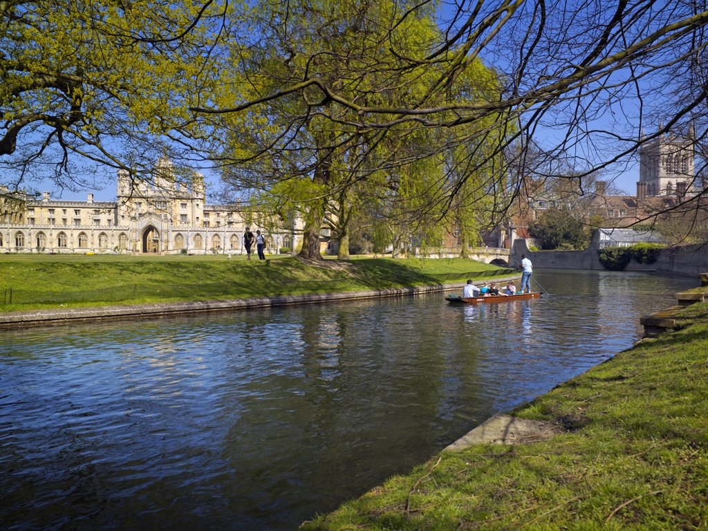 England, Cambridgeshire, Cambridge. Punting on the River Cam with St John's College in the background. : Stock Photo