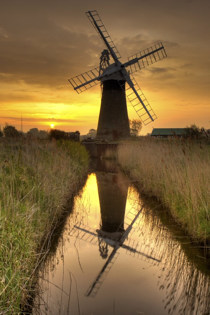 England, Norfolk, Thurne. St Benets Wind Pump at sunrise on a spring morning. : Stock Photo