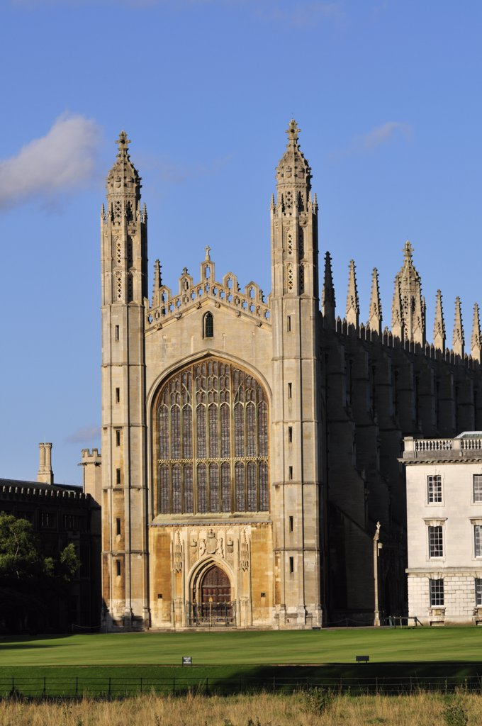 Stock Photo: 4282-2258 England, Cambridgeshire, Cambridge. Kings College Chapel, one of the most iconic buildings in the world, and is a splendid example of late Gothic (Perpendicular) architecture.