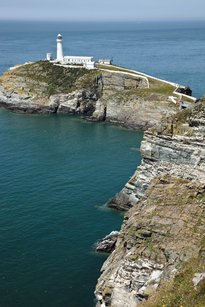 Wales, Anglesey, South Stack. South Stack Lighthouse, a spectacular lighthouse just off Holy Island on the north west coast of Anglesey. : Stock Photo