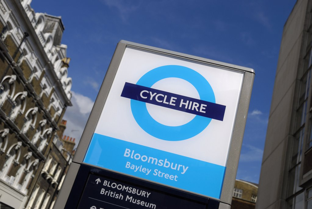 England, London, Bloomsbury. Barclays Cycle Hire docking station sign. : Stock Photo