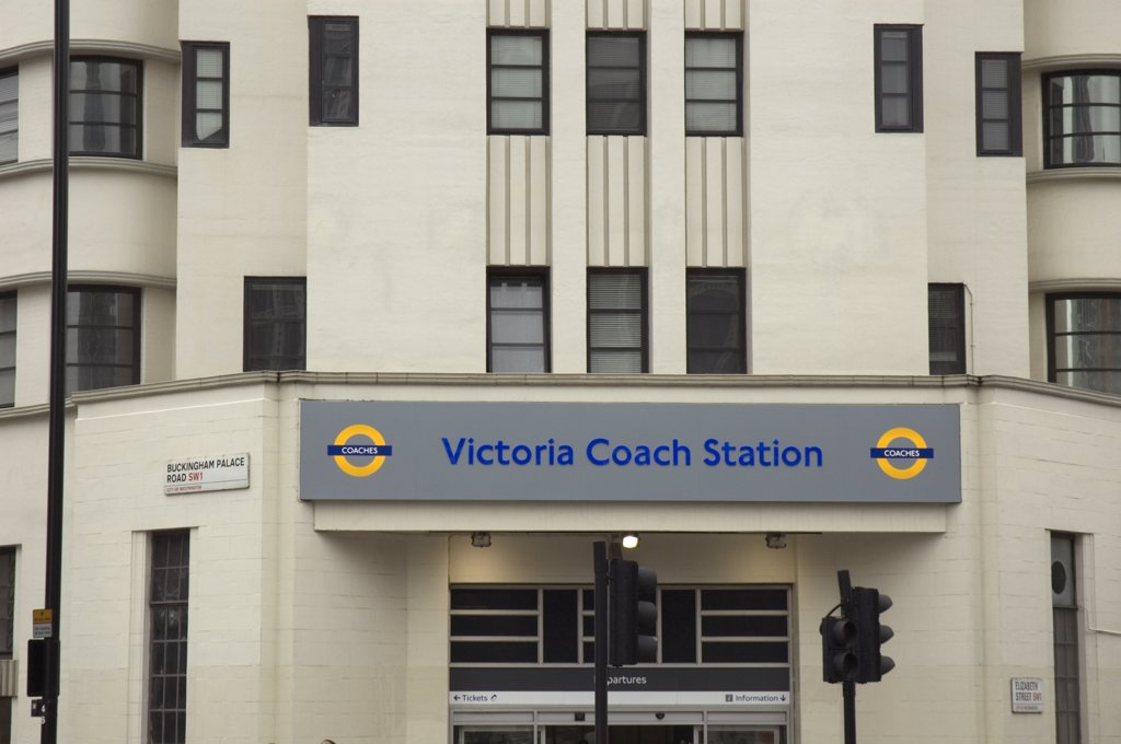 England, London, Westminster. An entrance to Victoria Coach Station in Buckingham Palace Road. : Stock Photo