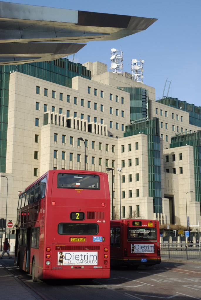 England, London, Vauxhall . Vauxhall Cross Bus Station and the MI6 headquarters building. : Stock Photo
