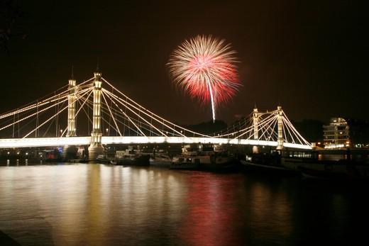 England, London, Chelsea. Battersea Park firework display viewed from the Albert Bridge. : Stock Photo