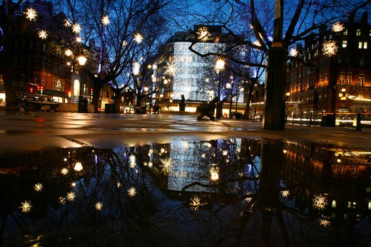 England, London, Belgravia. Christmas lights on Sloane Square in Belgravia. : Stock Photo