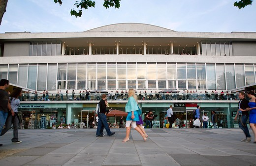 England, London, South Bank. The busy concourse outside the Royal Festival Hall on the South Bank. : Stock Photo