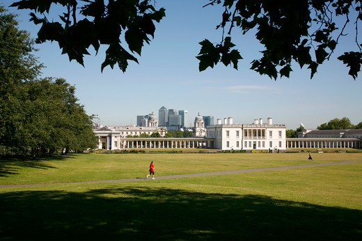 England, London, Greenwich. View of Queen's House and Greenwich Maritime Museum from Greenwich Park. : Stock Photo