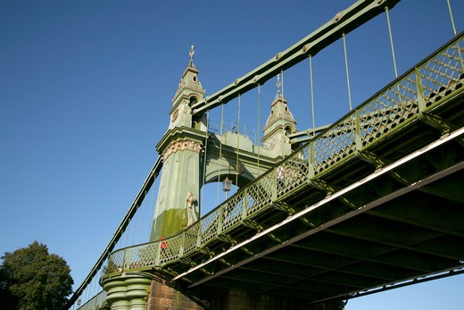 England, London, Hammersmith. A view up toward Hammersmith Bridge. : Stock Photo