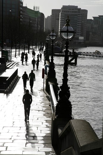 England, London, Lambeth. People on the Thames Path beside the River Thames at Albert Embankment. : Stock Photo
