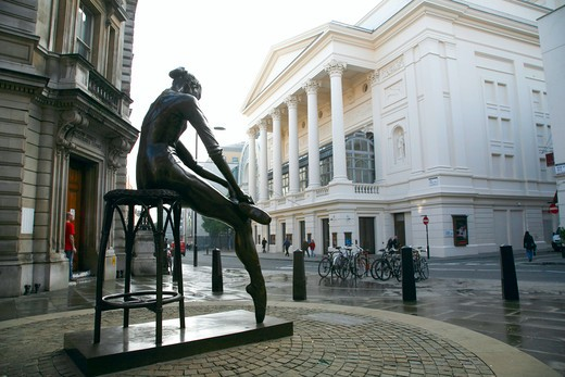 England, London, Covent Garden. Young Dancer statue in front of the Royal Opera House on Bow Street in Covent Garden. : Stock Photo